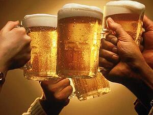 beer cheers toasting